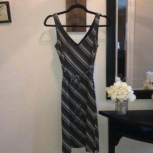 Black and ivory tie belted V dress